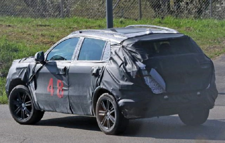 2018 Fiat C-SUV rear view