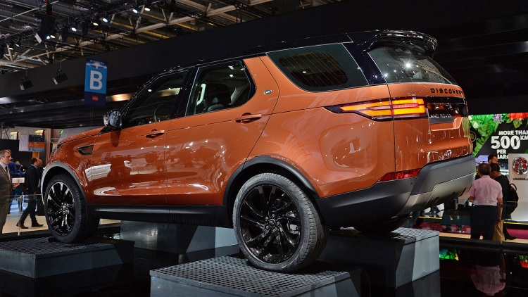 2018 Land Rover Discovery rear view