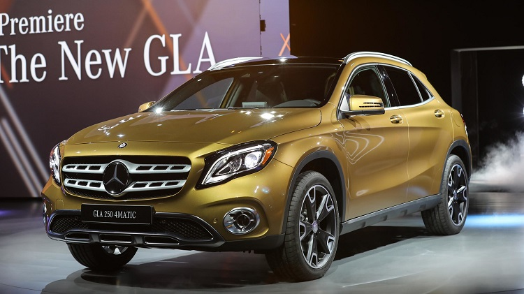 2018 Mercedes GLA front view