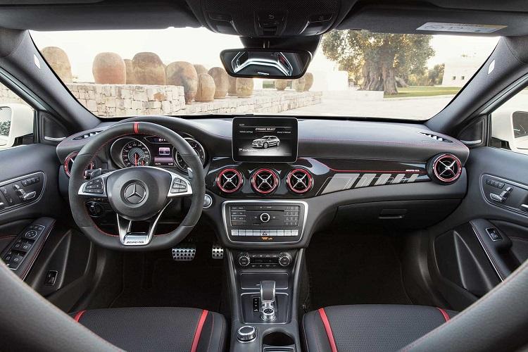 2018 Mercedes GLA interior