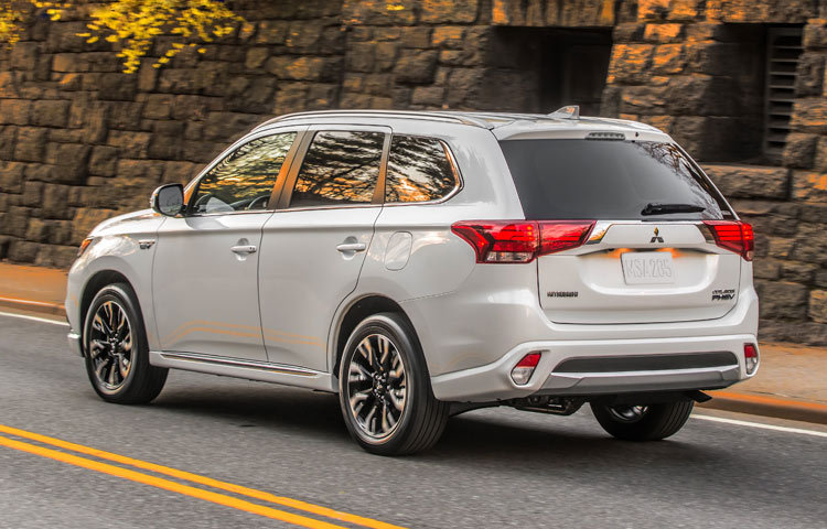 2018 Mitsubishi Outlander rear view
