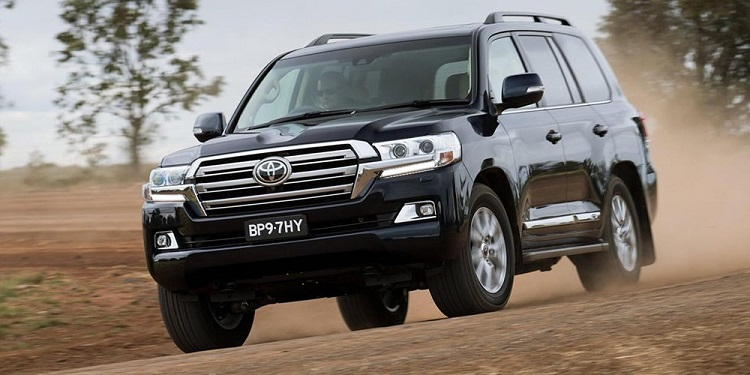 2018 Toyota Land Cruiser front view