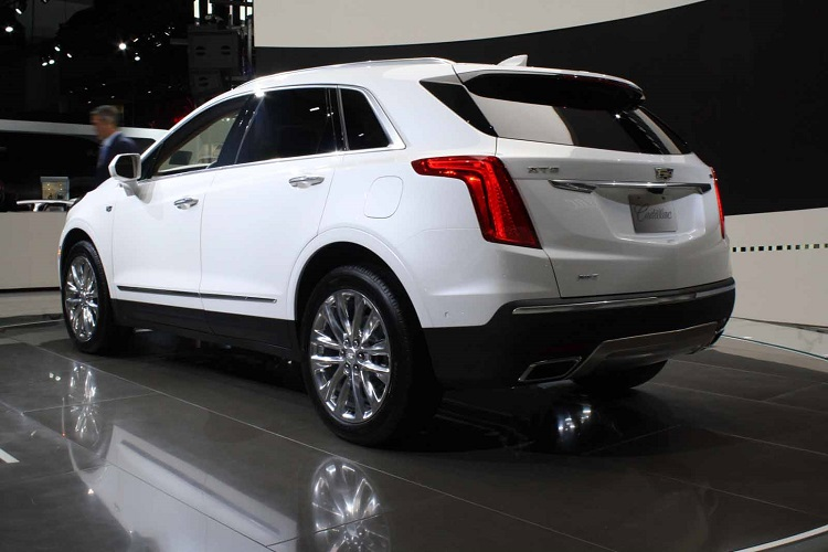 2018 Cadillac XT4 rear view