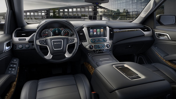 2018 GMC Yukon interior
