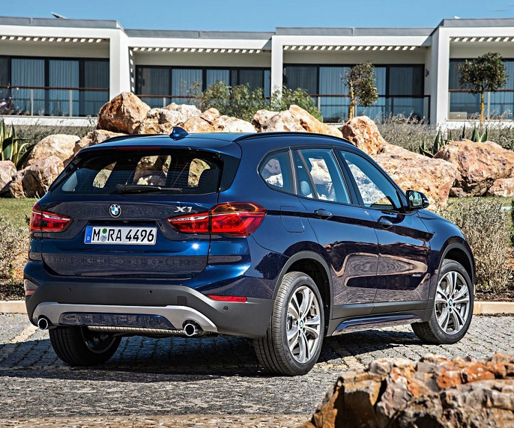 2018 BMW X1 rear view