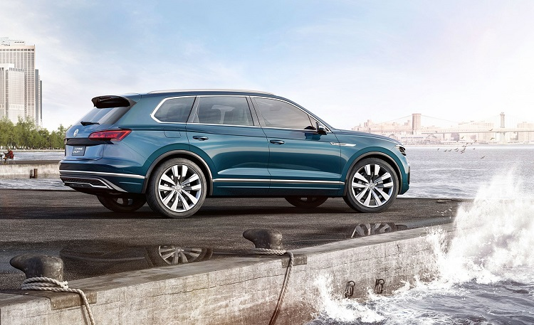 2018 VW Touareg rear view