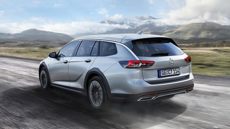 2018 Opel Antara rear view