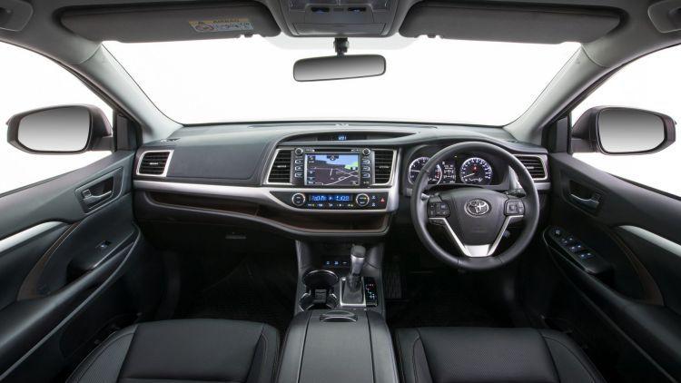 2018 Toyota Kluger interior