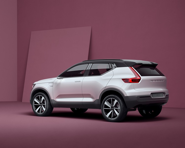 2018 Volvo XC40 rear view