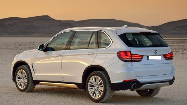 2018 BMW X7 rear view
