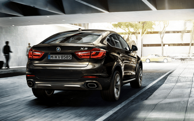 2018 BMW X6 rear view