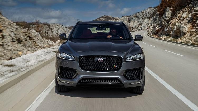2018 Jaguar F-Pace SVR front view