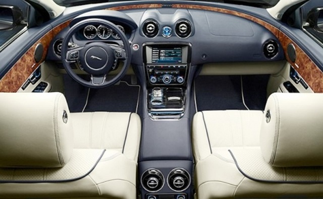 2018 Jaguar XQ interior