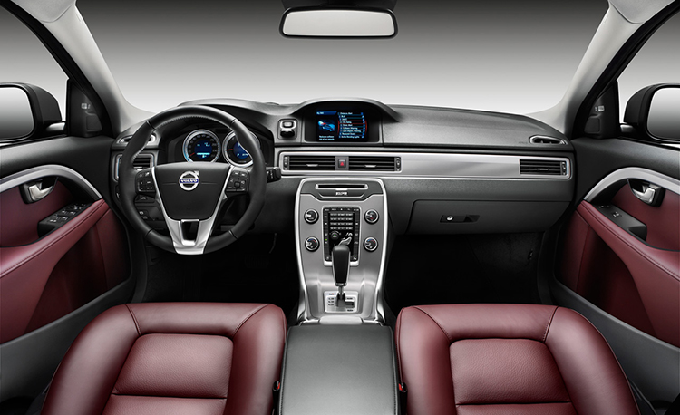 2018 Volvo XC70 interior