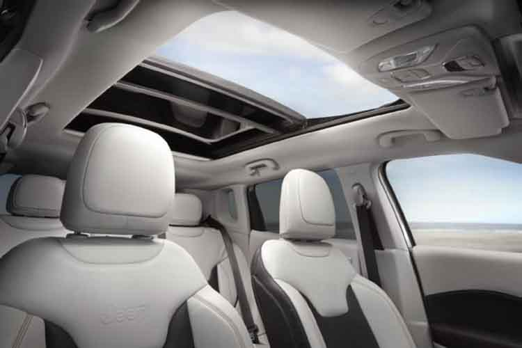 2019 Jeep Compass Trailhawk sunroof