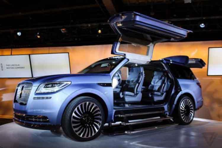 2019 Lincoln Navigator door