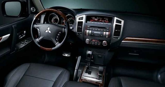 2019 Mitsubishi Montero interior