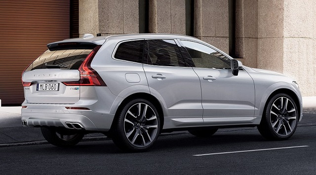 2020 Volvo XC50 rear view