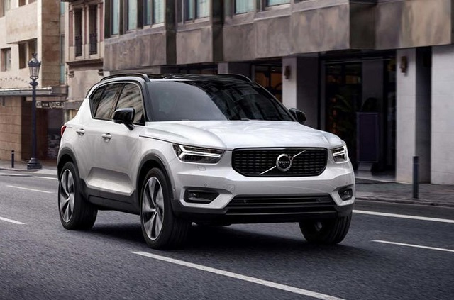 2020 Volvo XC50 front view