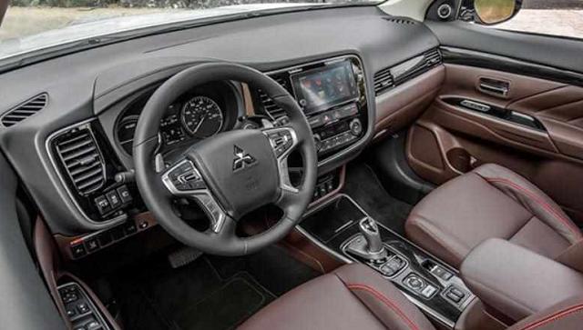 2020 Mitsubishi Pajero interior