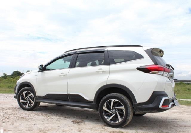 Toyota Rush rear